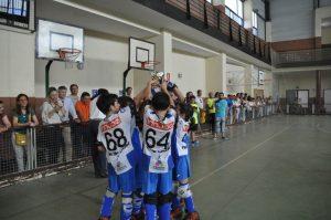 Los prebenjamines del CHP Cájar con su trofeo